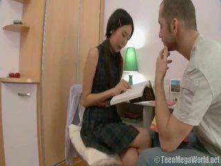 Orientalne laska doing jej homework