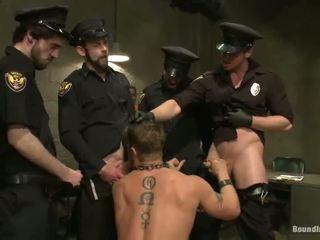 Politie officers verkrachten hun authorities en fug deze persoon