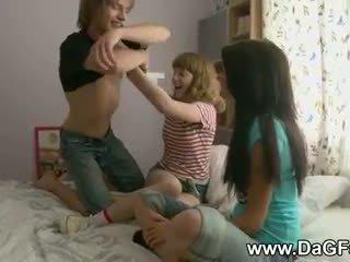 Harcore trijatā ar schoolgirls
