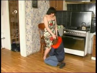 Russa mãe e um jovem plumber