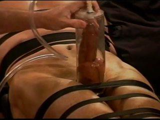 Extrême vacuum pumping torture bite et couilles sur muscle guy