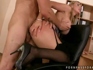 Bawdy seksikas boobed tanya tate gets tema suu jizzed lihtsalt nagu ta asked jaoks