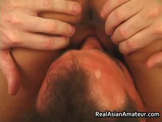 Asiatic curva anal inpulit în timp ce calarind ei