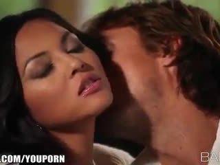 Barmfager beauty adrianna luna seduces henne mann til lidenskapelig sex