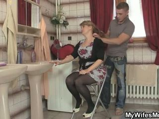 Hij cheats niet ver van ontzagwekkend moeder in wet