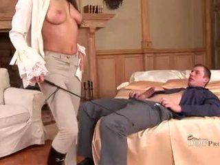 Hawt zafira nepieredzējošas par dzimumloceklis un playes ar viņai pēdas izgatavošana viņam rigid