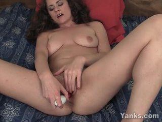 Beauty alex thủ dâm cô ấy âm hộ với đồ chơi