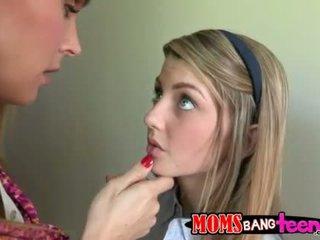 Pieauguša tanya seduces karstās pusaudze meitene staci