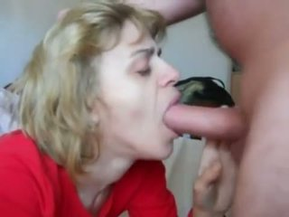 Ibu dalam mouth-fuck n air mani menelan tindakan
