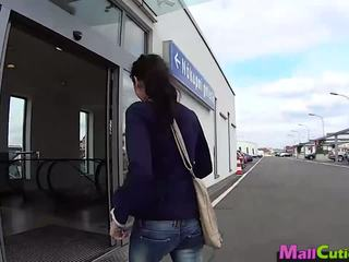 Mallcuties - Amateur Girl Sucks a Stranger in a Shop.