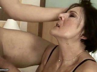 角質 老 女傭 getting 性交 硬
