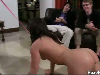 De rushes spelen dildo fetch en 3way seks