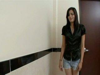 Latina mieze gefickt im badezimmer im heiß pov video