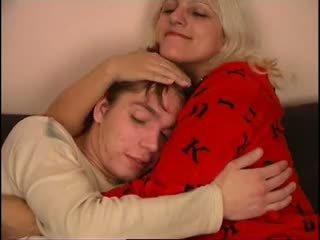 Російська мама і не її син