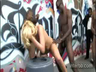 Extremely heerlijk chick blond prostituee katie summers gets gangbanged