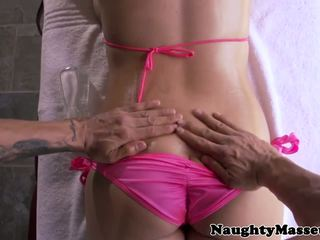Massaged missy martinez jizzed par liels bumbulīši