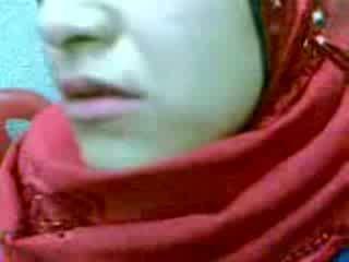 Amatore arab hijab grua derdhje jashtë video