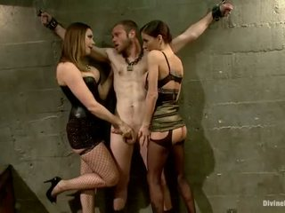 Oustanding meat عصا dude dominated في dame هيمنة و pegging أداء بواسطة 3 nymphs