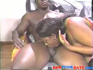 Mega vet ebony squirting breast melk op reusachtig