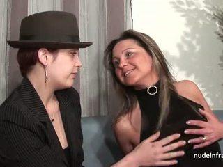 Vvm frans rijpere bips geneukt voor haar amateur casting zitbank met een roodharige slet