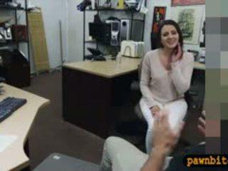 Customers 妻子 性交 由 pervert pawnkeeper 在 該 幕後