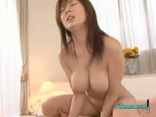 Barmfager asiatisk jente getting henne fitte knullet hardt facial på den seng