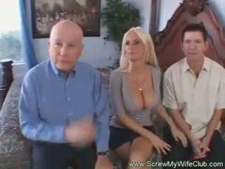 Blondy manželka creampie drips
