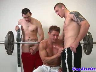 Muscle jock γαμήσι άτριχος στο γυμναστήριο
