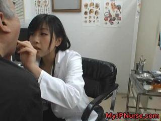 Japans dokter is geil voor komkommer