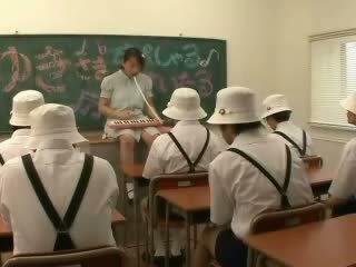 Japānieši klasesistaba jautrība video