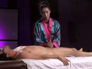 美しい アジアの geisha (full マッサージ とともに 足コキ)