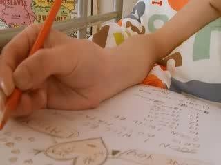Najstnice šolarka doing hole homework