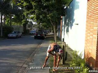 Un dog's giorno per il limp cornuto