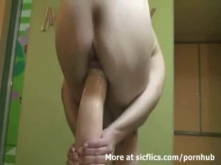 Gigantic anale dhe vaginal dildo penetrations