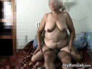 Russisch oma secretly filmed neuken