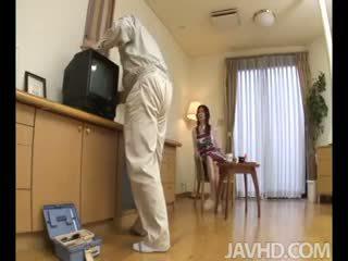 Lonely namų šeimininkė nanako yoshioka seduces the televizija remontas guy
