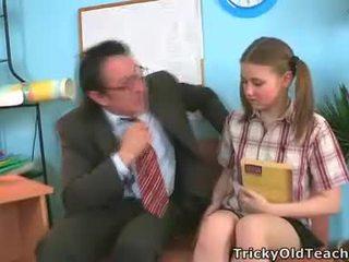 Irena was surprised este su profesora has tal la gigante rabo.