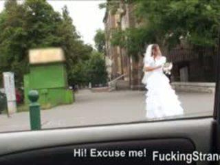 Desperate bruid amirah adara gets geneukt somewhere in publiek