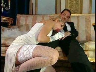 Italiyano blond diva has glamorous pagtatalik