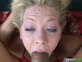 Concupiscent blondīne leah luv wishes par daži karstās spermas izšāviens taisnas uz viņai seksuālā mute