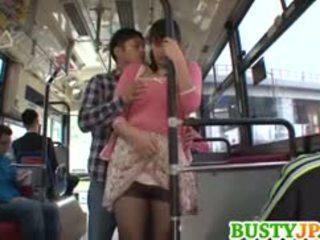 Hana haruna με πλούσιο στήθος sucks shlong σε λεωφορείο