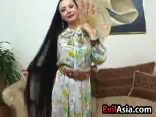Dewasa asia dengan panjang rambut