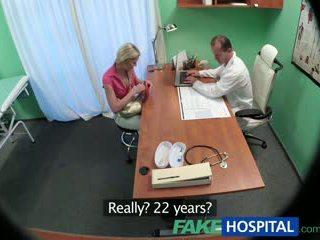 Fakehospital štíhlý kotě wants pohlaví s lékař