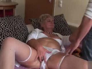 Недосвідчена анал бабуся - дуже непристойна!