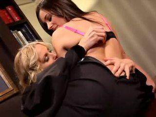 レズビアン julia ann と taylor 意地の悪い女