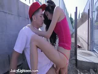 Zoey kush blows hem uit doors