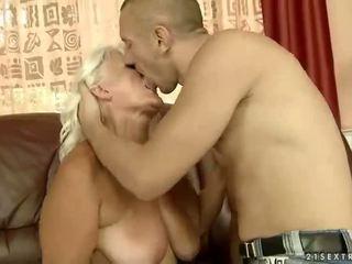 Pechugona abuela getting follada guapa duro
