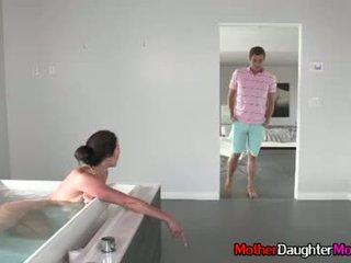 Filho gets busted spying em sua madrasta