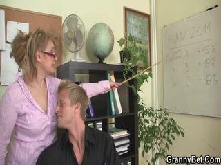 Sleaze γραφείο screwing δεν μακριά από γερασμένο female