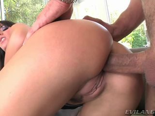 Super sexy and hot mom aku wis dhemen jancok enjoys getting her udan crack pounded hard